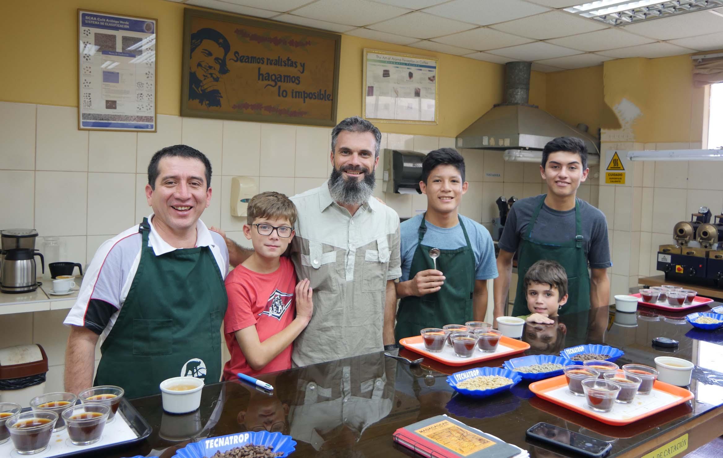 VIDEO PEROU # La Permaculture Family chez NORANDINO, coopérative de producteurs de café, cacao et panela bio et équitable