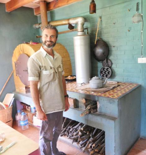 Allumage du four à bois par Stéphane