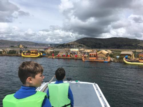 Arrivée Iles Uros, Titicaca