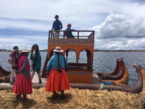 Bateau traditionnel, îles Uros