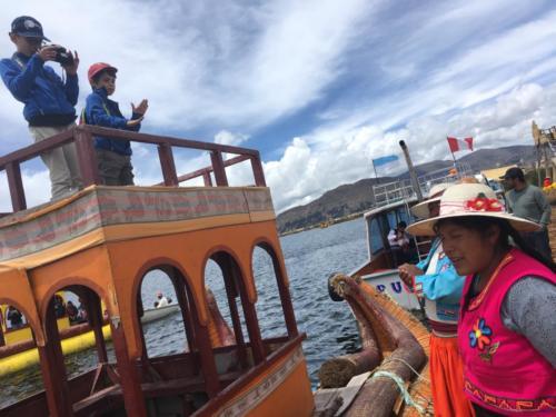 Bateau traditionnel, îles Uros (2)