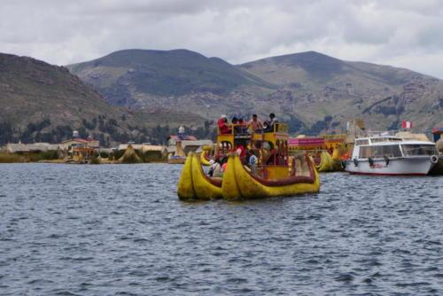 Bateau traditionnel, îles Uros (3)