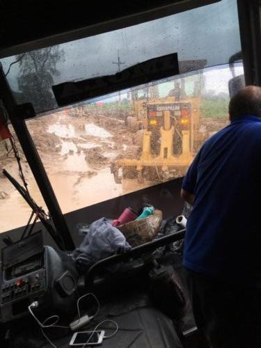 Bus immobilisé dans un trou