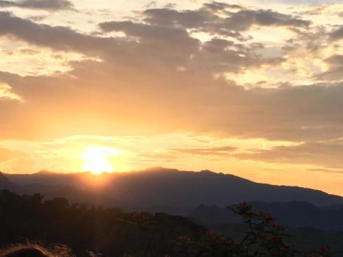 Coucher soleil Mont Phou Si