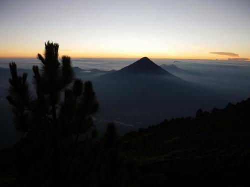 Crépuscule sur le Volcan Agua
