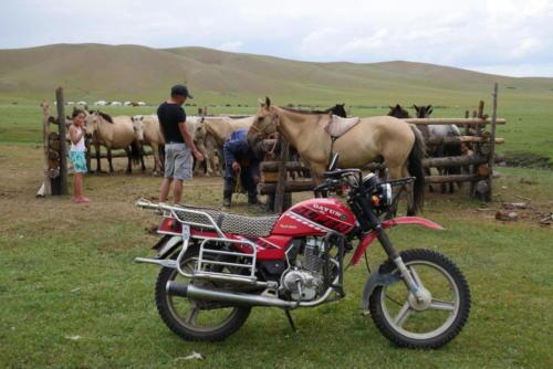 En moto ou à cheval
