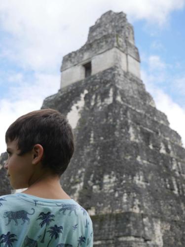 Esteban et la pyramide, Tikal
