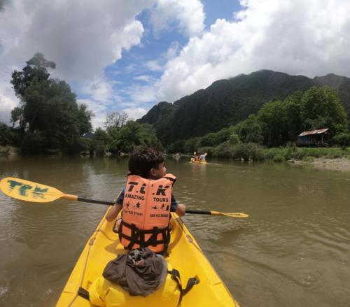 Esteban kayak
