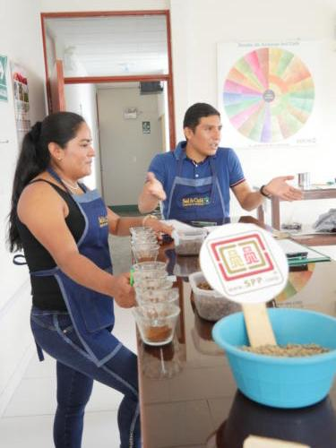 Julisa, catadora et Lenin, commercial SolyCafé