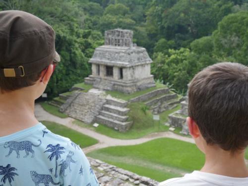 Les deux frères regardent Palenque, Chiapas