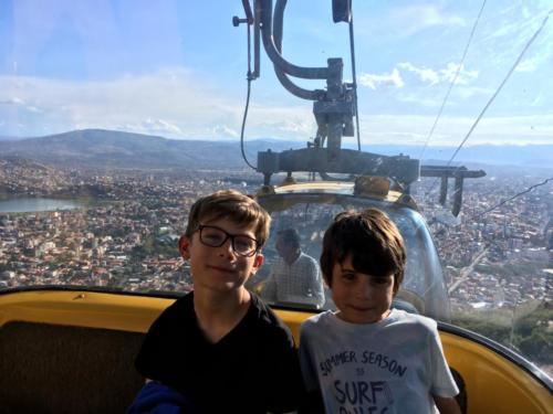 Louis & Esteban dans le téléphérique