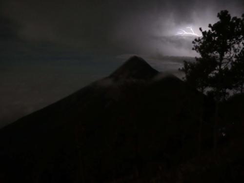 Orage sur le Volcan Fuego