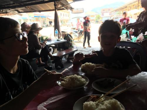 Pause riz gluant frontière