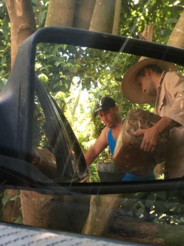 Ravitaillement carburant à la sauvette entre La Havane et Vinales