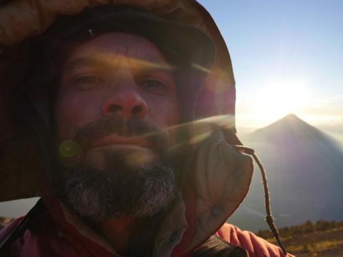 Stéphane au levée de soleil sur Volcan Agua