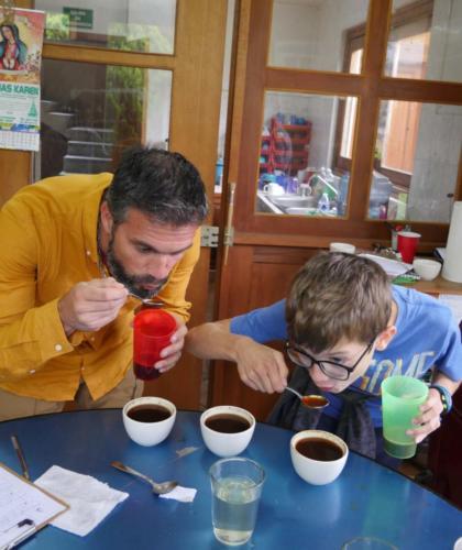 Stéphane et Louis, dégustation café Majomut